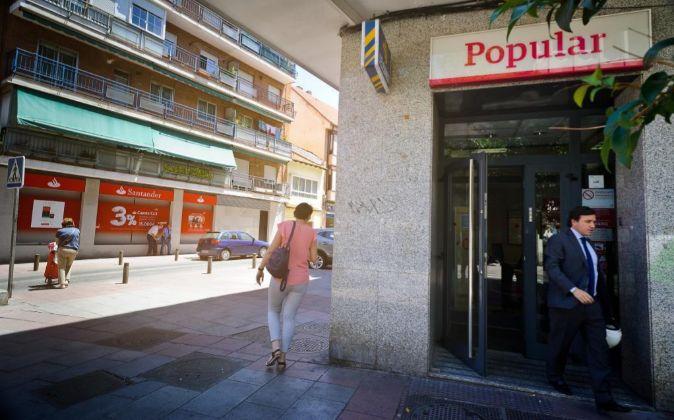 Sucursales de Santander y Banco Popular en Madrid.