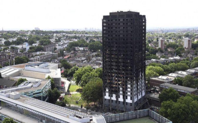 Vista de la torre residencial Grenfell tras el incendio hoy 16 de...
