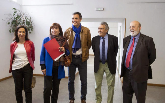 De izquierda a derecha, Margarita Robles, Cristina Narbona, Pedro...