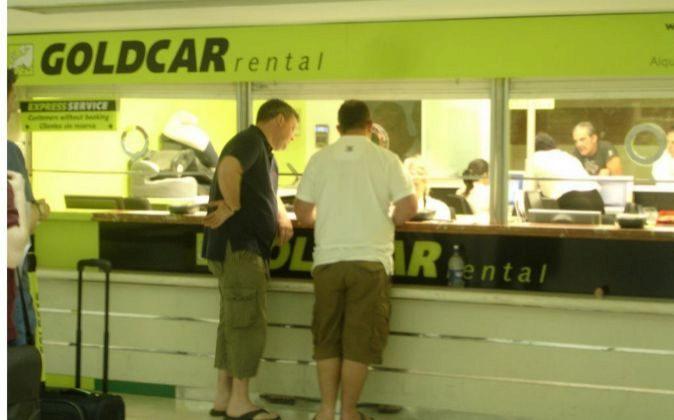 Ventanillas de la empresa de alquiler Goldcar, en Alicante
