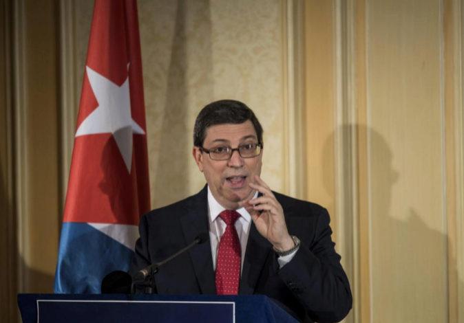 El ministro de Relaciones Exteriores de Cuba, Bruno Rodríguez, ofrece...