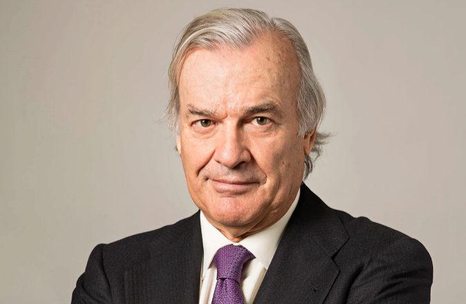 Rodrigo Echenique es vicepresidente de Banco Santander, presidente de...