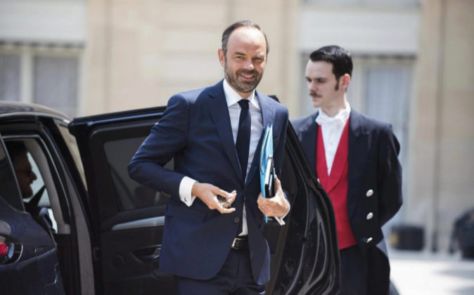 El primer ministro galo, Edouard Philippe, llega ayer a una comida con...
