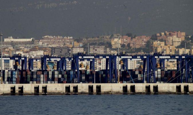 La terminal TTI (vistas desde un fast ferry) en el Puerto de Algeciras...