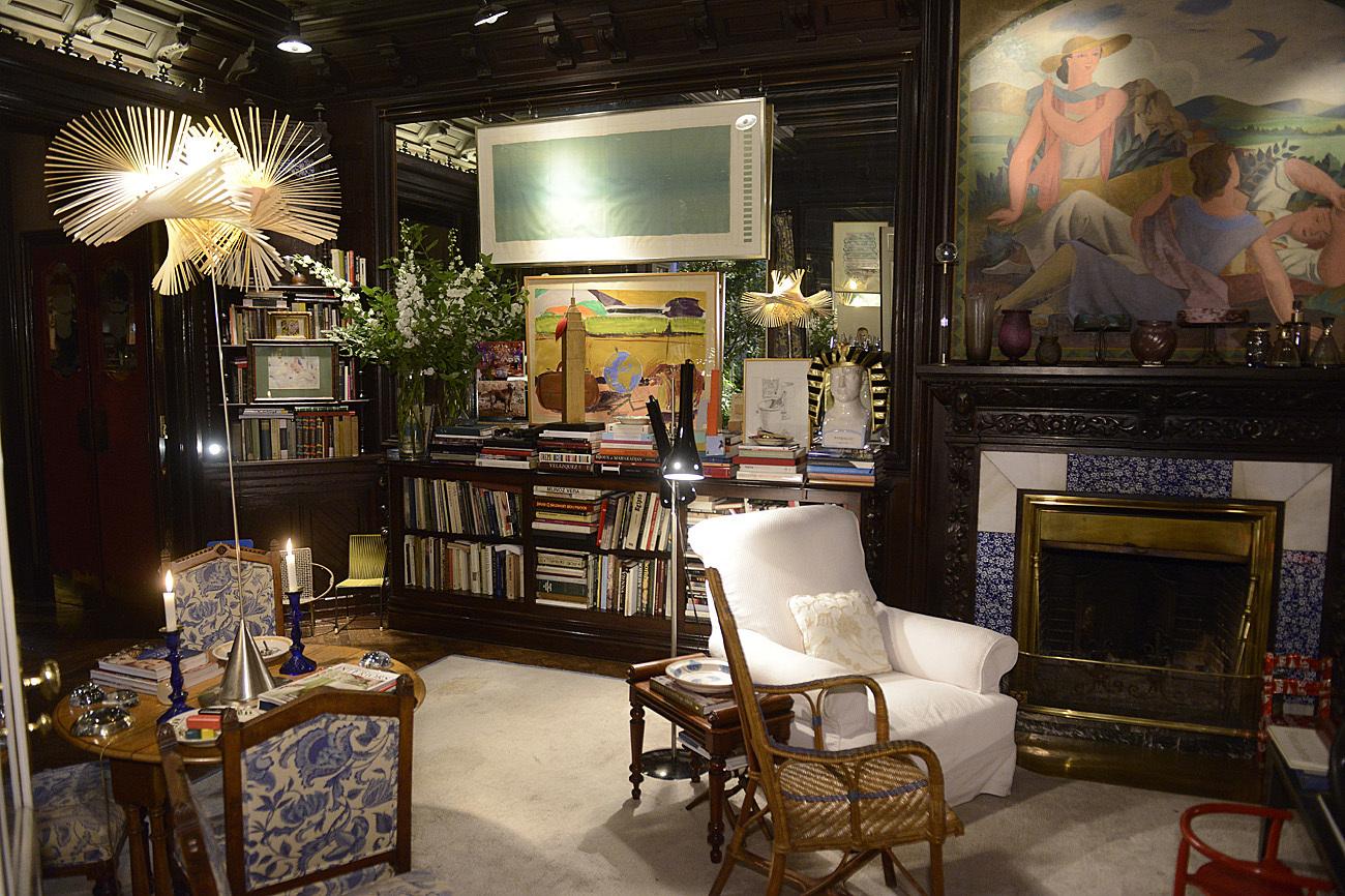 Biblioteca/Sala de estar dentro de la casa de Pascua Ortega, en la...