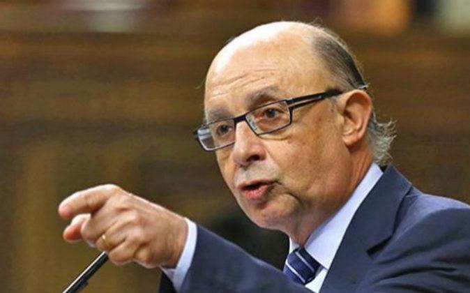 El ministro de Hacienda, Cristóbal Montoro, ayer durante su...