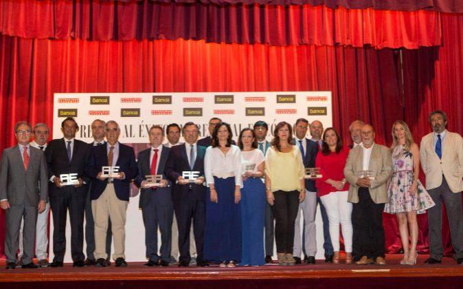 Miguel Ángel Belloso, director de ACTUALIDAD ECONÓMICA, junto a los...