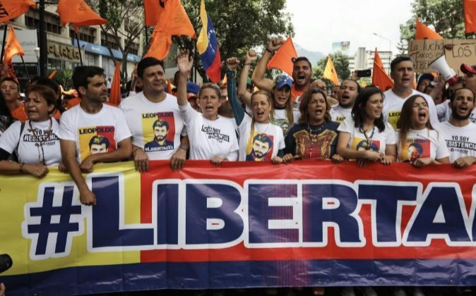 Lilian Tintori, esposa del líder opositor Leopoldo López, participa...