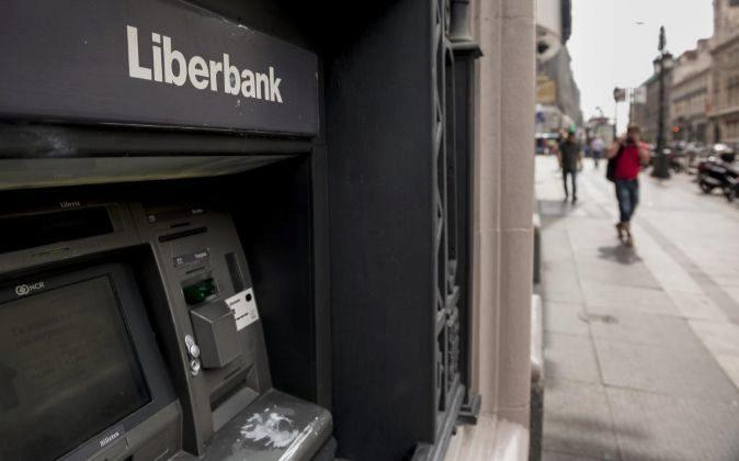 Cajero automático en una sucursal de Liberbank en Madrid.