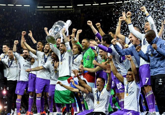 El Real Madrid celebra la victoria en la última edición de la...