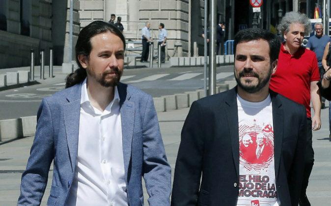 Pablo Iglesias y Alberto Garzón a su llegada esta mañana al Congreso...