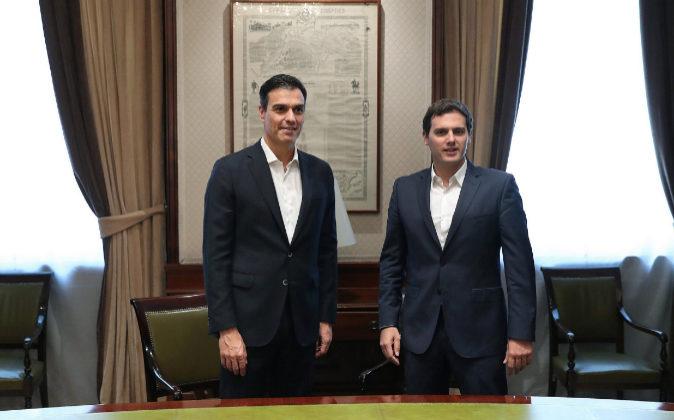 Pedro Sánchez y Albert Rivera en la sala Istúriz de la Cámara Baja...
