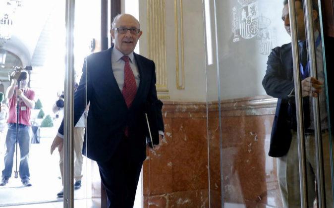 El ministro de Hacienda, Cristóbal Montoro, hoy a su llegada al...