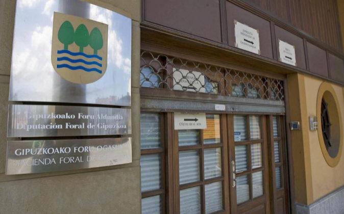 Fachada de la sede de la Hacienda Foral de Guipuzcoa.
