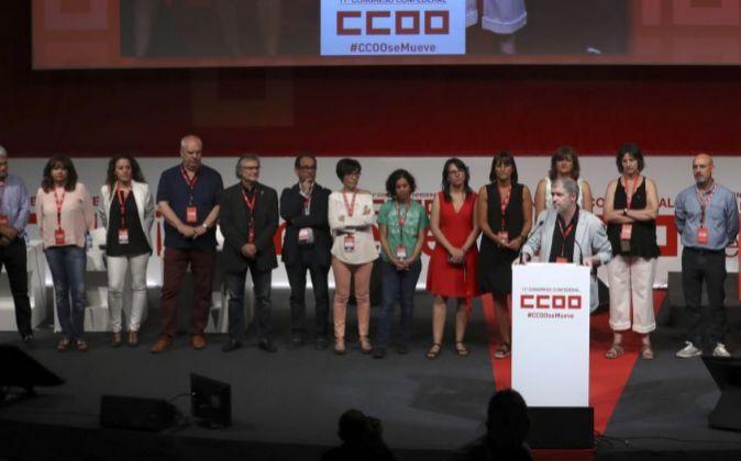 El nuevo líder de CCOO, Unai Sordo, secundado por los miembros de la...