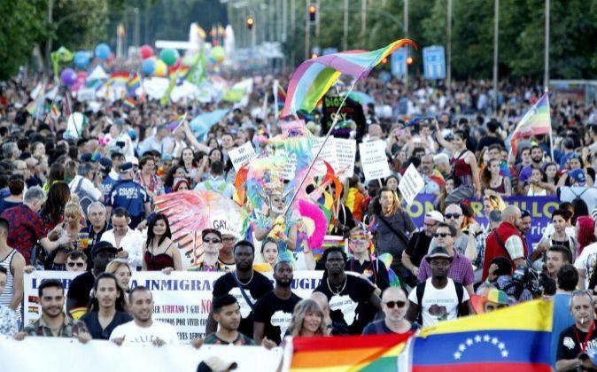 Miles de personas recorren las calles de Madrid durante la...