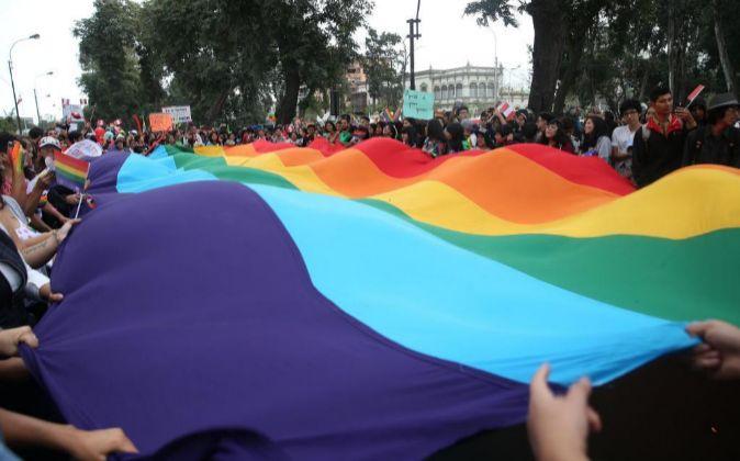 Participantes marchan EL sábado 1 de julio de 2017, en el Día del...