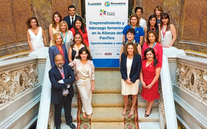 Imagen de la delegación de mujeres empresarias que participaron en el...