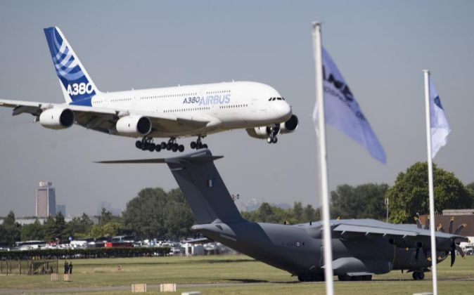Un Airbus A380 durante la apertura de la 52º edición del París Air...