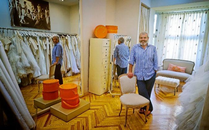 Lorenzo Caprile, en su taller de la calle Claudio Coello de Madrid,...