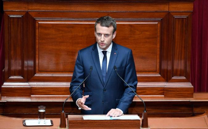 El presidente francés, Emmanuel Macron, interviene durante una...
