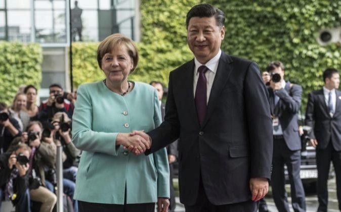 La canciller alemana, Angela Merkel, recibe al presidente chino, Xi...