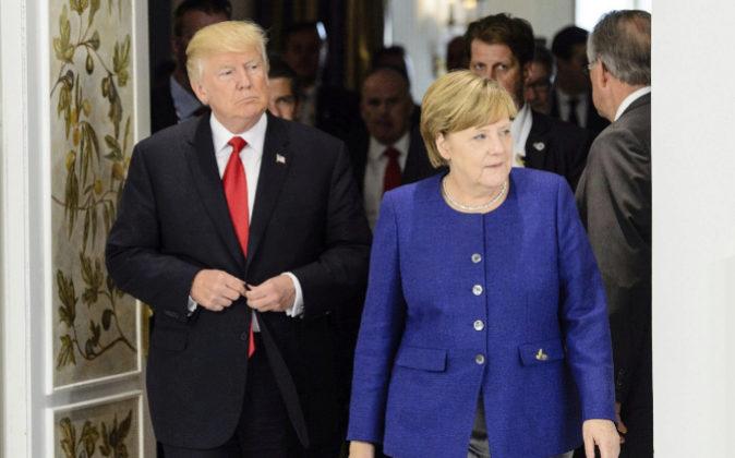 La canciller alemana, Angela Merkel, da la bienvenida al presidente de...