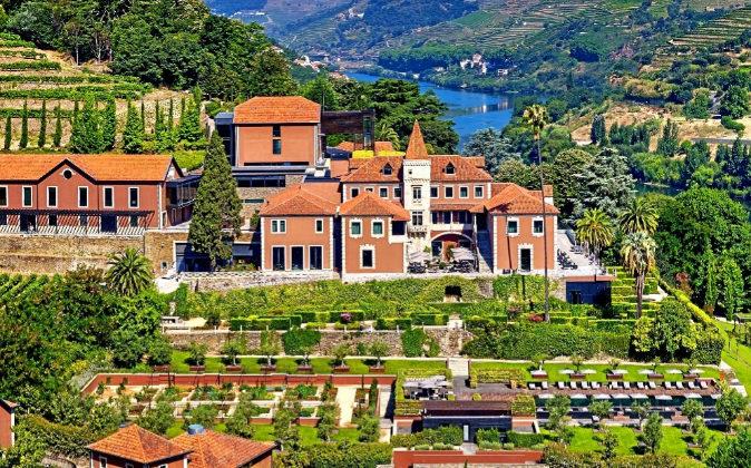 El Six Senses Douro Valley reposa en el Valle del Duero, declarado...