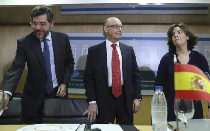 El ministro de Hacienda, Cristóbal Montoro, la vicepresidenta del...