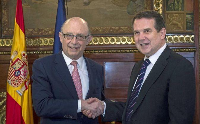 Cristóbal Montoro, ministro de Hacienda, y Abel Caballero, presidente...