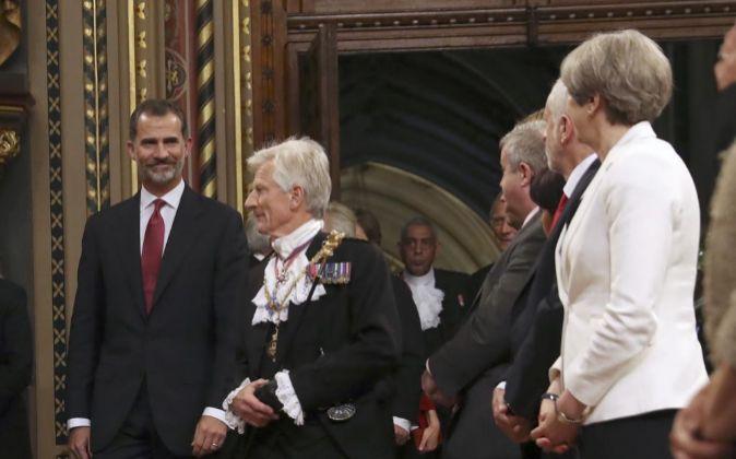 El Rey Felipe VI a su llegada a la Royal Gallery del Palacio de...