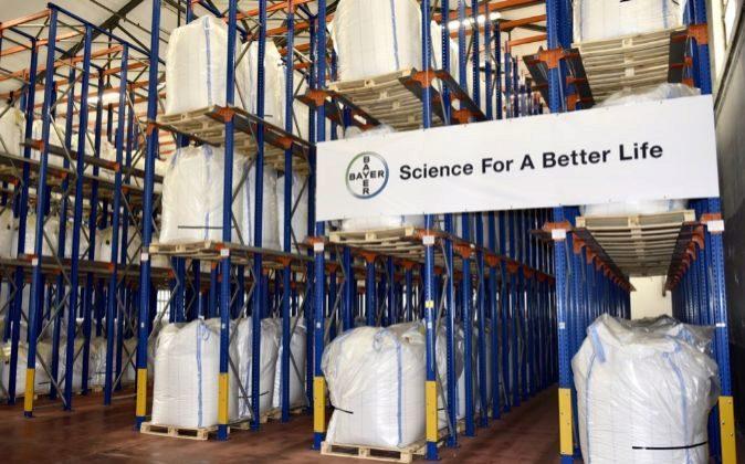 Sacos de ácido acetilsalicílico en la planta de Bayer en Langreo