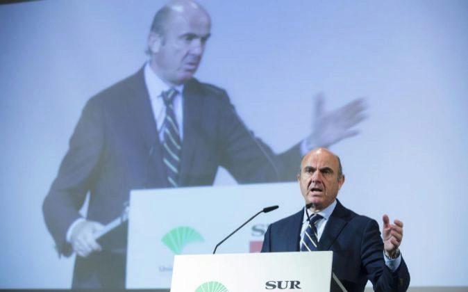 El Ministro de Economia, Industria y Competitividad, Luis De Guindos,...