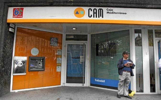 Oficina de la Caja de Ahorros del Mediterráneo.