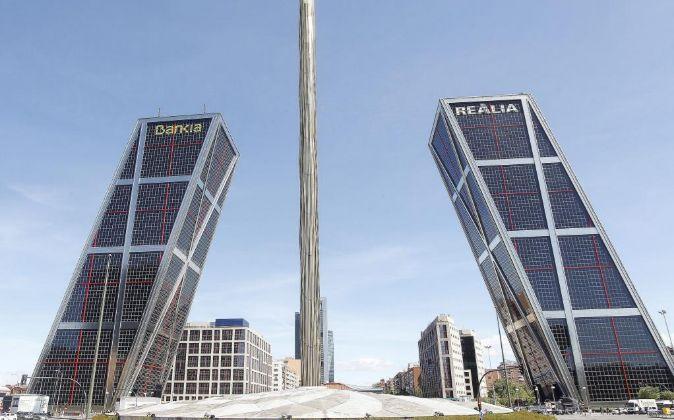Sede operativa de Caja Madrid, a la izquierda de la imagen.