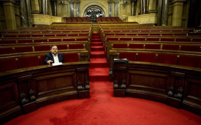 El vicepresidente de la Generalitat Oriol Junqueras, ocupa su escaño...