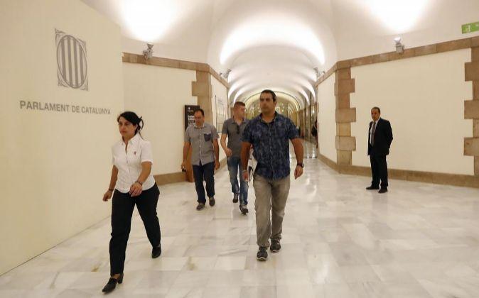 Agentes de la Guardia Civil a su llegada al parlamento de Cataluña...