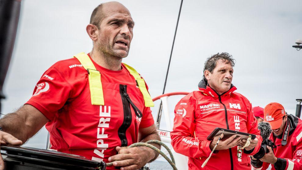 El patrón del Mapfre, Xabi Fernández, y el nuevo navegante, Joan...
