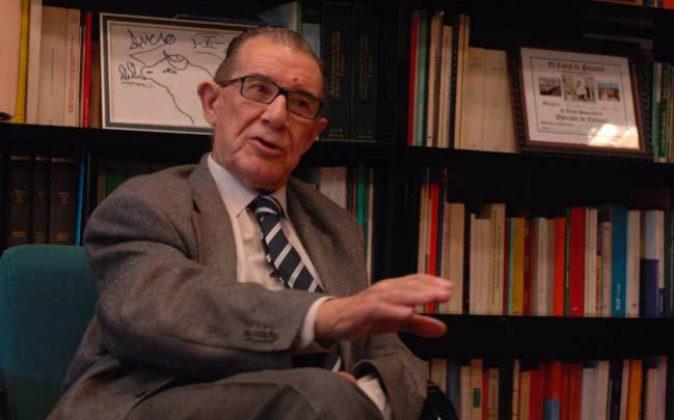 Juan Velarde Fuertes, economista, profesor universitario y escritor.