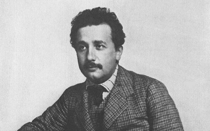 Albert Einstein, durante su etapa en la oficina de patentes.