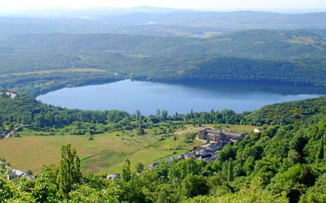 El lago de Sanabria es el mayor lago natural de la Península Ibérica...