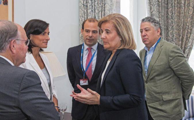 La ministra de Empleo y Seguridad Social, Fátima Báñez en la...
