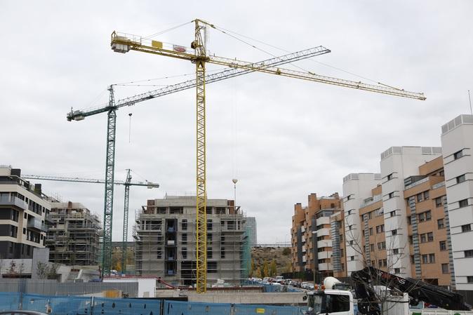 Viviendas en construcción en el vecino barrio de Las Tablas de...