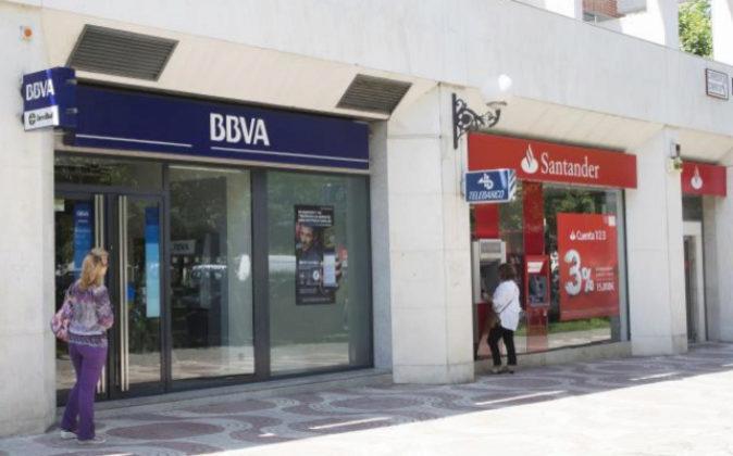 Sucursales de BBVA y de Banco Santander en la Avenida de Europa. Foto:...