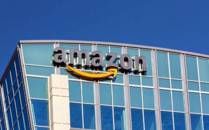 Edificio de Amazon en Santa Clarita, California, EEUU.