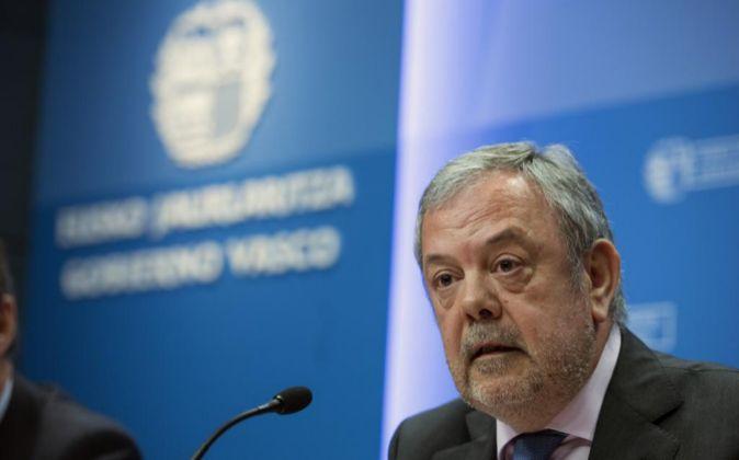 El consejero de Hacienda, Pedro Azpiazu, prepara la revisión al alza...
