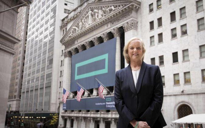 Meg Whitman frente a la sede de la Bolsa en Nueva York, el día en que...