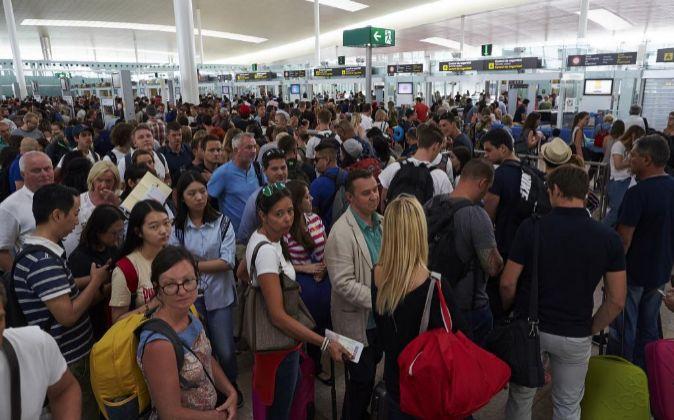 La huelga de los taxistas vació las paradas en el aeródromo catalán...