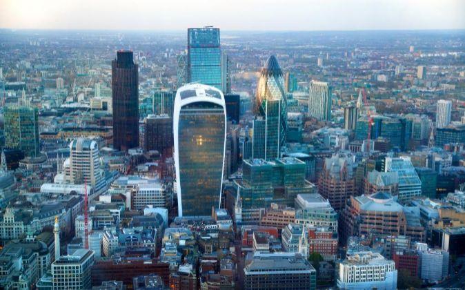 Bancos y fondos de la City londinense estudian cómo ejecutar los...