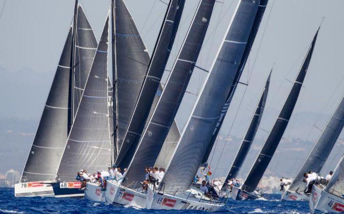La flota de barcos de la Copa del Rey Mapfre compitiendo durante la...